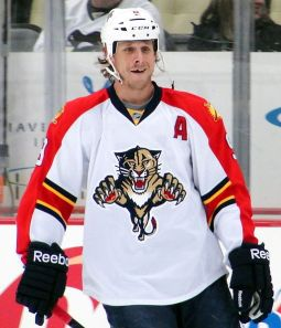 Florida Panthers forward Stephen Weiss skates against the Pittsburgh Penguins, March 9, 2012 at Consol Energy Center in Pittsburgh, PA. (Source: Michael Miller, Wikimedia Commons)
